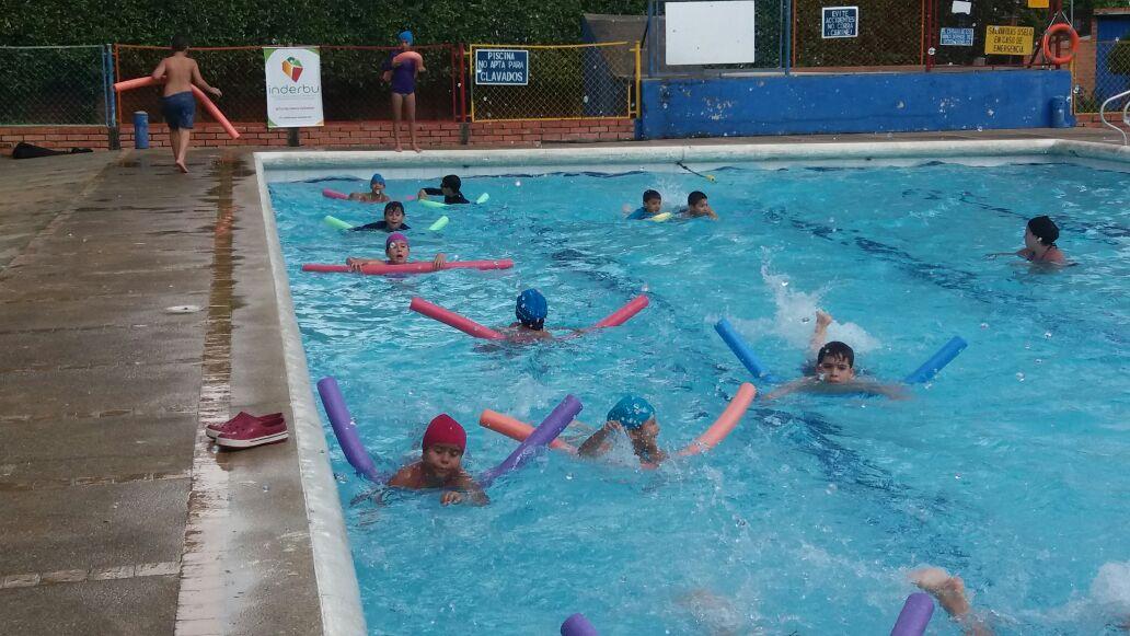 Festival de natación del Inderbu (Instituto de la Juventud, el Deporte y la Recreación) en el Recrear de la Joya, en Bucaramanga