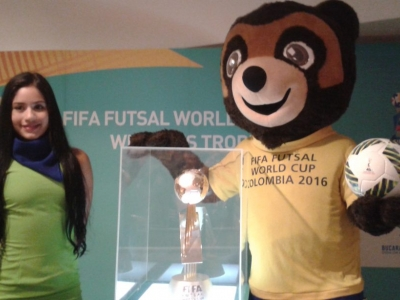 El trofeo del Mundial de Fútsal ya se exhibe en Bucaramanga